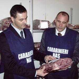 Teramo, in commercio carne non controllata: ai domiciliari due dipendenti di un mattatoio e divieto di dimora per un veterinario della Asl