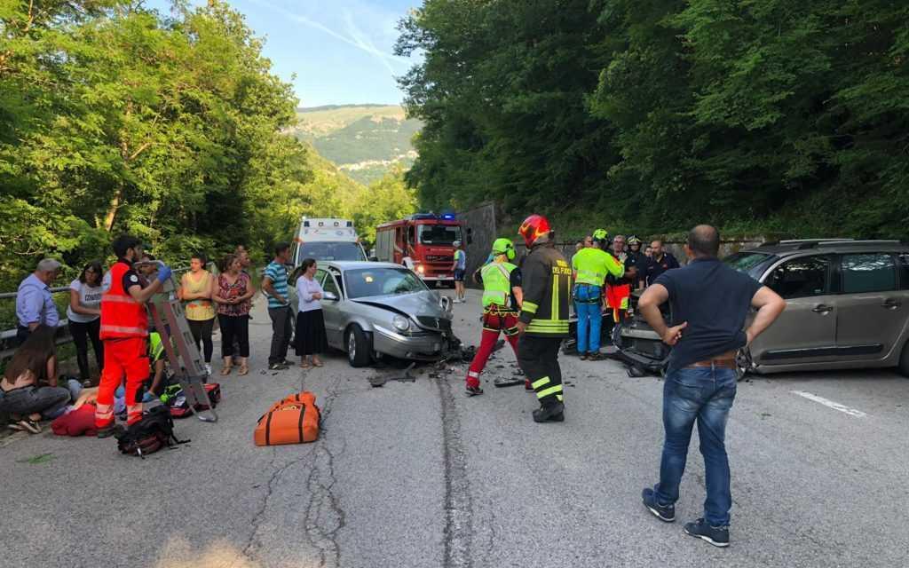 VIDEO   Incidente al bivio per Poggio Umbricchio tra due autovetture: due feriti gravi