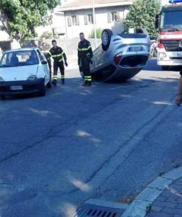 Roseto, incidente stradale lungo la SS 16: tre auto coinvolte, una si ribalta