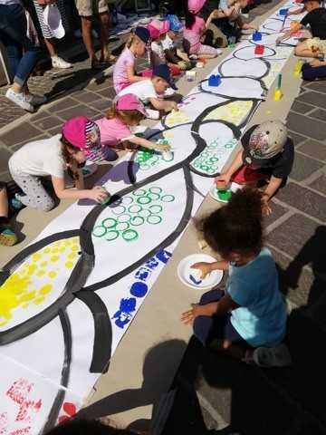 Atri, oltre 200 ragazzi dell'Istituto Comprensivo hanno animato Casoli per una estemporanea di pittura
