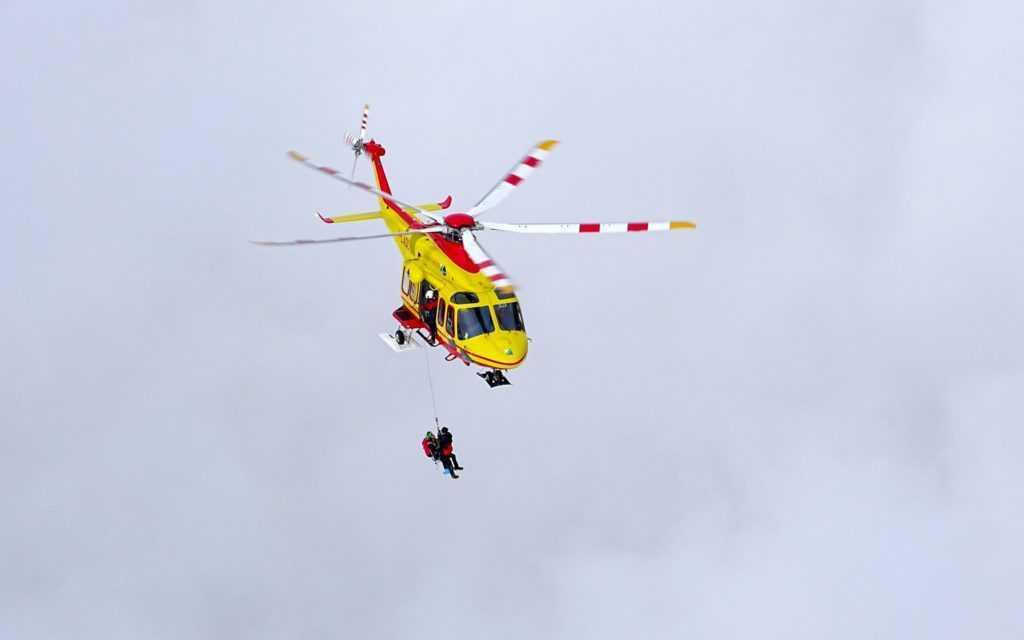 VIDEO | Incidente sul Gran Sasso, precipita alpinista e rimane ferito: cordata recuperata da 118 e soccorso alpino