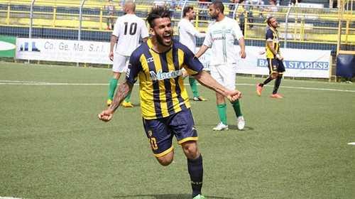 Calcio C, il Teramo piomba su Francesco Bombagi: è lui il trequartista offensivo di qualità. Vicinissimo l'ingaggio del terzino Alberto Tentardini