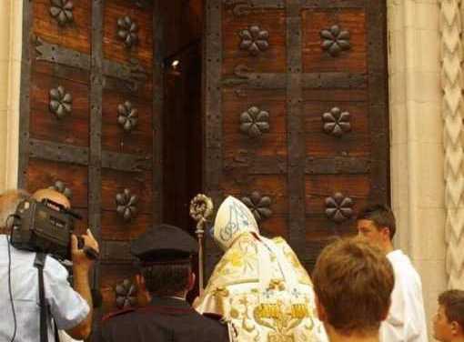 Atri, domani alle ore 17:00 solenne apertura della Porta Santa della Basilica di Santa Maria Assunta