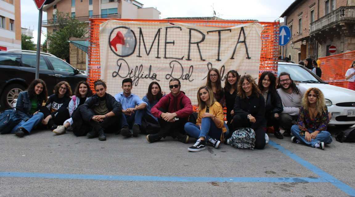 """Teramo, arriva """"Omertà, Diffida del Silenzio: un'associazione e un progetto editoriale presentato in piazza Martiri"""