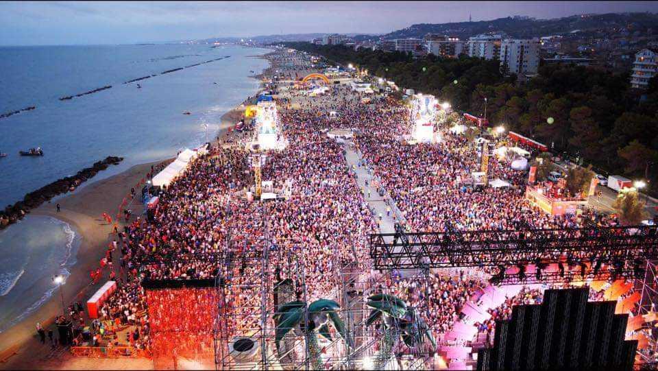 Jova beach party, una festa che promuove l'Abruzzo