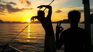 Enjoying the sunset before night diving in Bacuit Bay