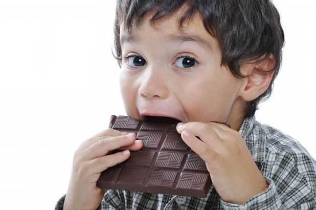 Ciocolata neagra reduce pofta de dulce