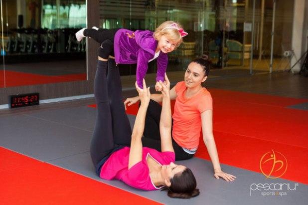 Ela Craciun si fiica sa, Alesia la yoga