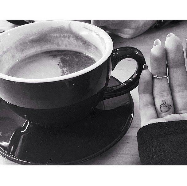 Tatuaje fete - Pentru iubitorii de cafea