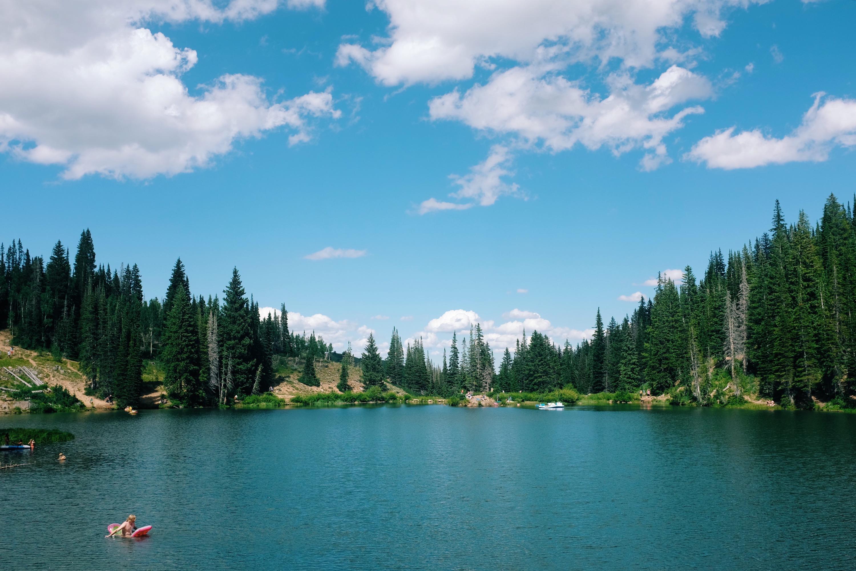 BEST HIKES IN UTAH - Blood's Lake   elanaloo.com