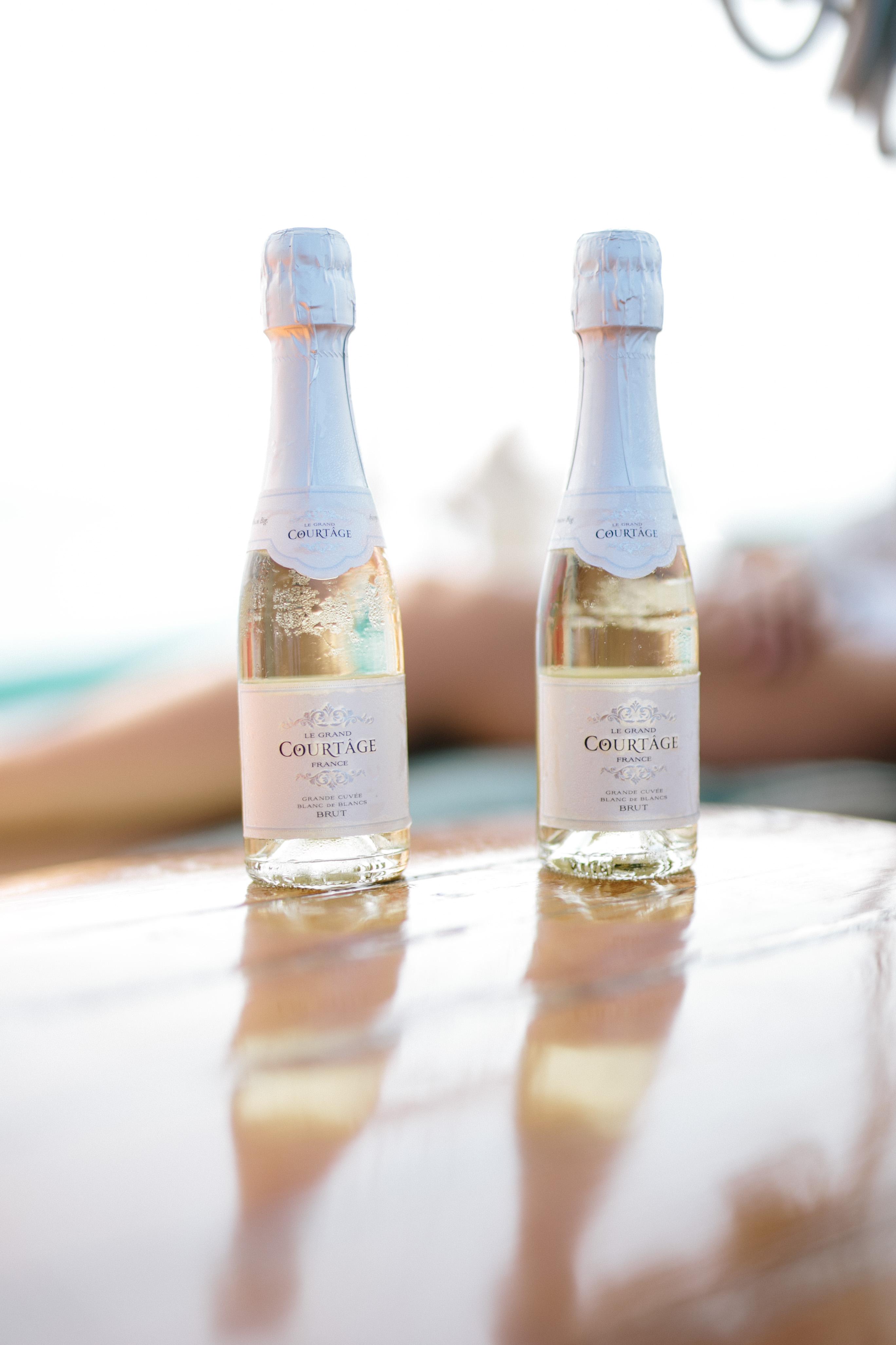 Le Gran Courtage Mini Champagne | Sailing on The Big Island | Honu Sail Charters | Sailing Kona Hawaii | Untraditional Holiday Celebrating | Sailing for Christmas | elanaloo.com