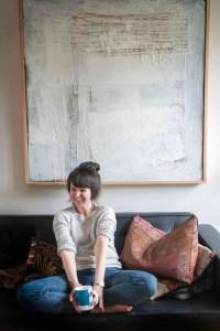Olivia Laing (1977) es escritora y crítica, publica habitualmente sus columnas en diarios como Guardian, New Statesman, Observer o New York Times. Imagen: Mike Sim.