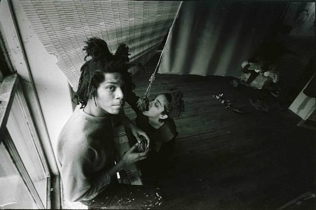 Basquiat fue protagonista del mundo neoyorkino de los años 80. En la imagen, con Madonna, de quien fue pareja.