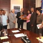 Ministro de Cultura y artesanos discuten crear la Plaza Artesanal en la Zona Colonial