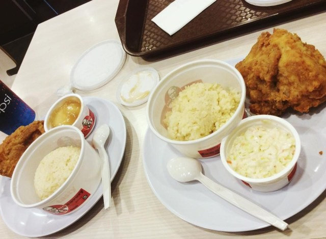 KFC for lunch! The taste was way different from KFC Ph's. Also, they only serve spoon as utensil. Well, that's how finger lickin' kickin' eating should be!