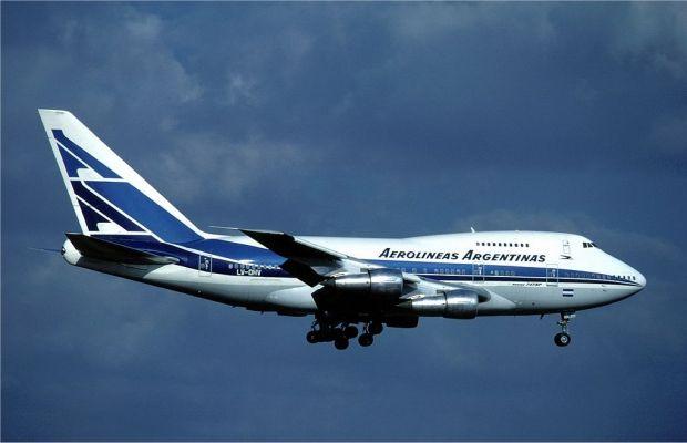 747SP volando para Aerolíneas Argentinas. (Eduard Marmet)