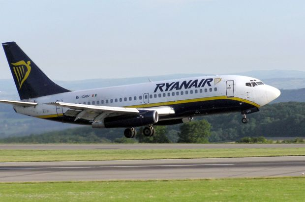 737-200 de RYR. Adrian Pingstone