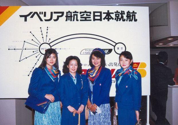 Tripulación del primer vuelo a Tokyo en 1986 (CC: Flickr Iberia)