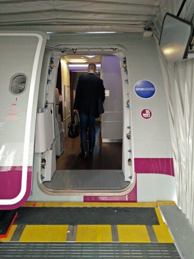 La entrada... tan brutal en tamaño como el propio avión.