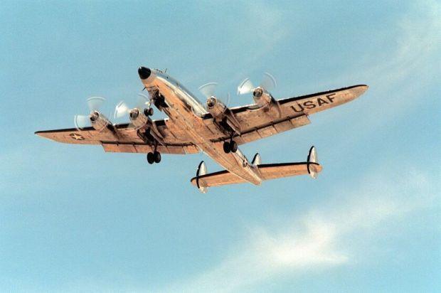 El Columbine II en su primer vuelo tras su restauración en 1990 (Ron Woods)