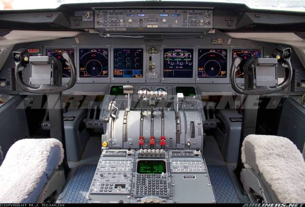 MD-10 COCKPIT