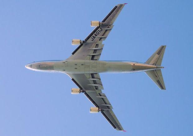 Aquí se muestra el exagerado angulo de la flecha del 747 (Adrian Pingstone)