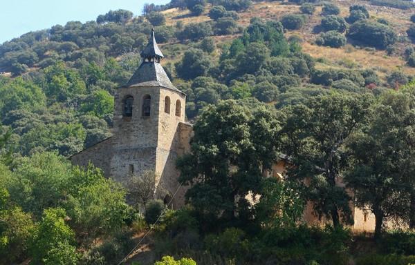Iglesia de San Martín de Lombillo, en el municipio de Ponferrada, el segundo de los templos de la 'Ruta de las cinco iglesias'. (César Sánchez)