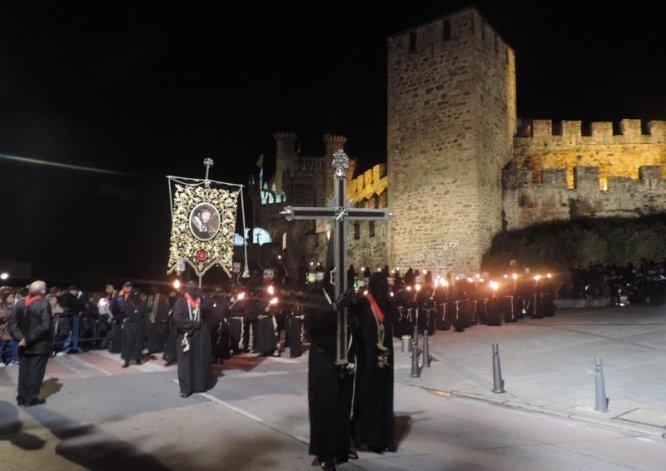 Resultado de imagen de viacrucis en el castillo de los templarios ponferrada