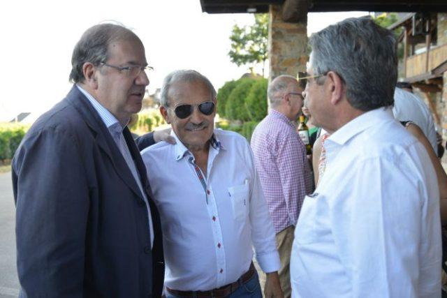 José Luis Prada (C) compartió confidencias con sus amigos Herrera (I) y Revilla (D). / QUINITO