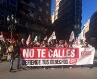 Los trabajadores del call center ponferradino se manifestaron en el centro de la ciudad. / EBD