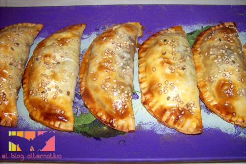 empanadillas de espinacas, tomate y pasas