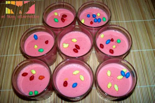 pettit suise - Petit Suisse de fresa casero. Postre lácteo para los niños