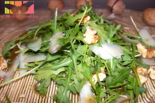 rucula1 - Ensalada de rúcula, parmesano, nueces y vinagreta de miel