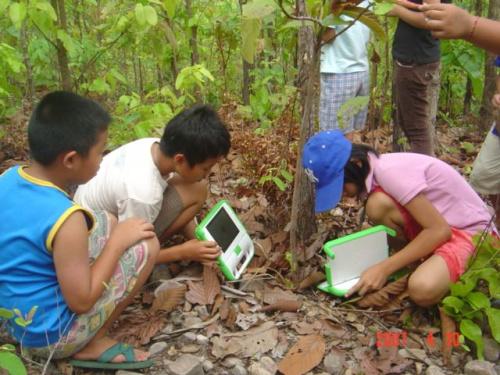 """olpc 1 - """"El ordenador portátil puede acabar con la pobreza del mundo"""". Proyecto OLPC"""