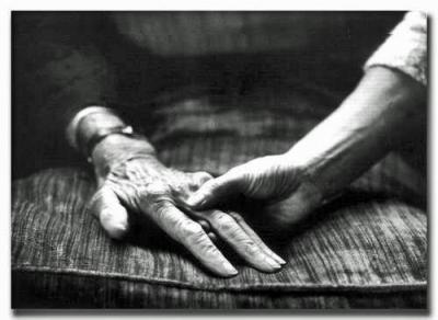 manos vejez - Hablemos de la muerte