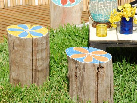 Troncos pintados para el jard n el blog alternativo for Arboles preciosos para jardin