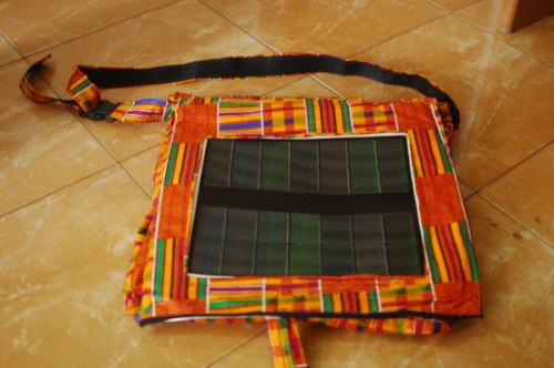 flap - The FLAP bag project: mochila solar creada para iluminar Africa