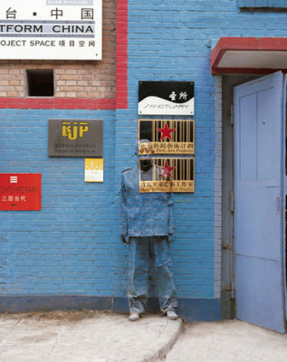 20080901 liu bolin camouflage 07 - Fotografiando al hombre invisible: el arte de Liu Bolin