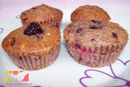 magdalenas frutos rojos - muffins-frutos-rojos y avellanas
