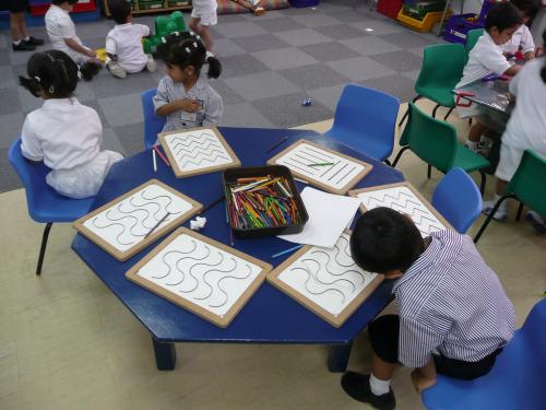 colegio2 - LA CREATIVIDAD SE CASTIGA y se premia la conformidad. Reflexiones sobre la curiosodad infantil y la escuela actual y entrevistas al experto mundial Ken Robinson (2/2)