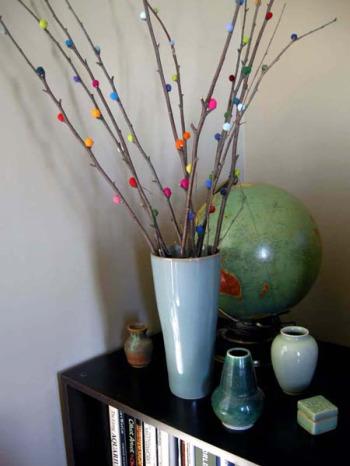 ramas decorativas y coloridas - 5 ideas para decorar con troncos y ramas