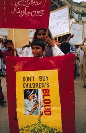 iqbal blood1 - IQBAL MASIH y su historia. 16 de abril: Día Internacional contra la Esclavitud Infantil