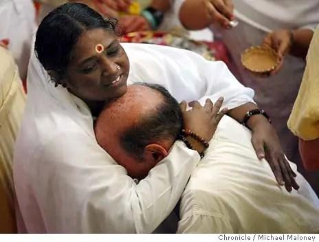 AMMA abrazando