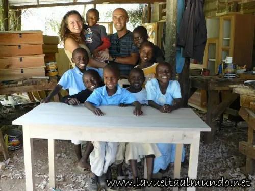 """kenia orfanato - """"Nos hemos lanzado a la aventura sin cargas materiales y nos sentimos libres"""". Entrevista a Xavier y Carme de La vuelta al mundo.net"""