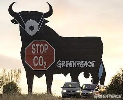 toro con mascarilla - Toro con mascarilla - Greenpeace - Stop CO2