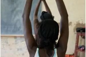 yoga2 - YOGA para superar el trauma de la violencia y los genocidios: la gran labor de Project Air