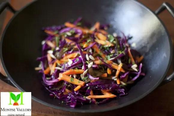 Salteado de col lombarda y chucrut1 - Infusión relajante y digestiva invernal y 4 recetas más de La Cocina Alternativa