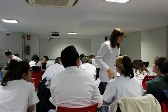 Alumnos1 - La Medicina China como profesión de futuro