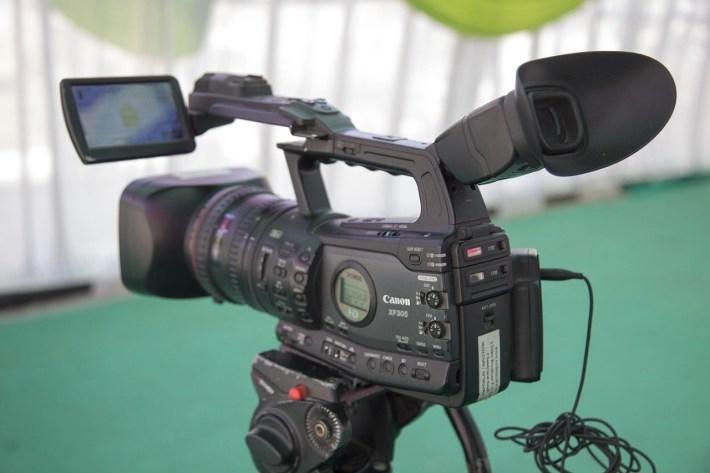 streaming y videoconferencias 1024x682 - ¿Por qué se utilizan mucho los subtítulos en los servicios de streaming y el software de videoconferencia?