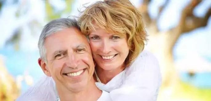 Los riesgos asociados con la cirugía de implantes dentales